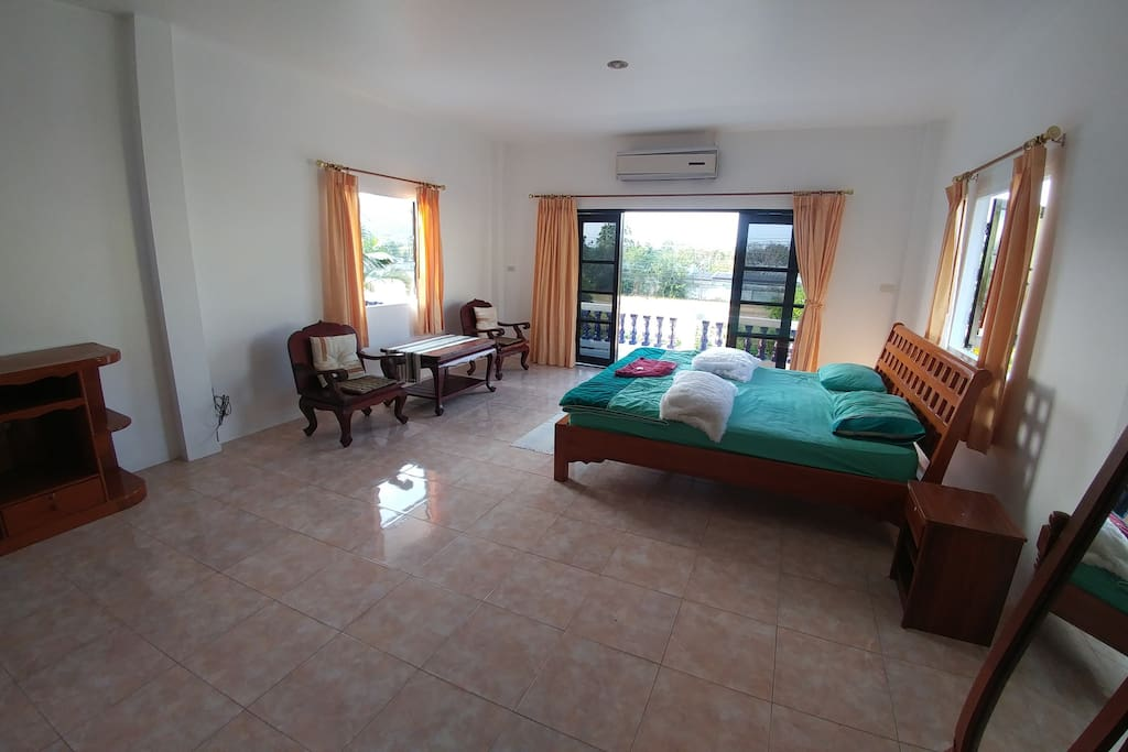 690 ฿/Night Master bedroom,Balcony ,Mountain views,Ensuite with bath.