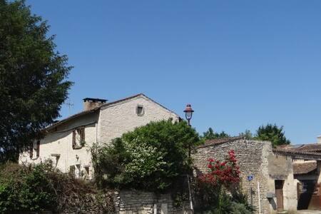 """Une chambre """"familiale"""" dans une vieille ferme - Yversay - Erdhaus"""