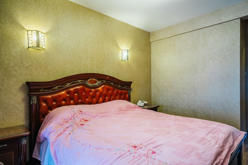 主卧,1.8*2米的Queen bed!