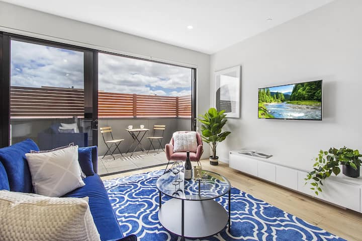 Boutique apartment in quiet, sought-after suburb