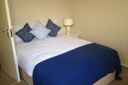 Modern Two Bed Apartment in the Heart of City - Kilkenny - Apartment