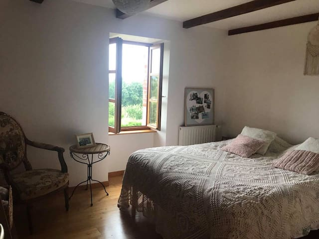 Chambre Pandora avec lit queen size