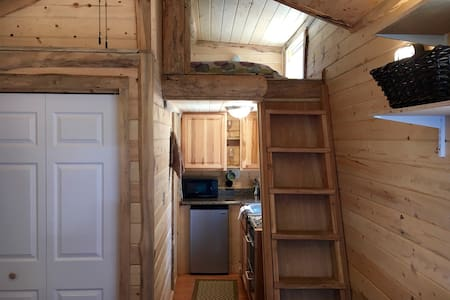 Tiny House - Rocky Mountain Livin' - Casa