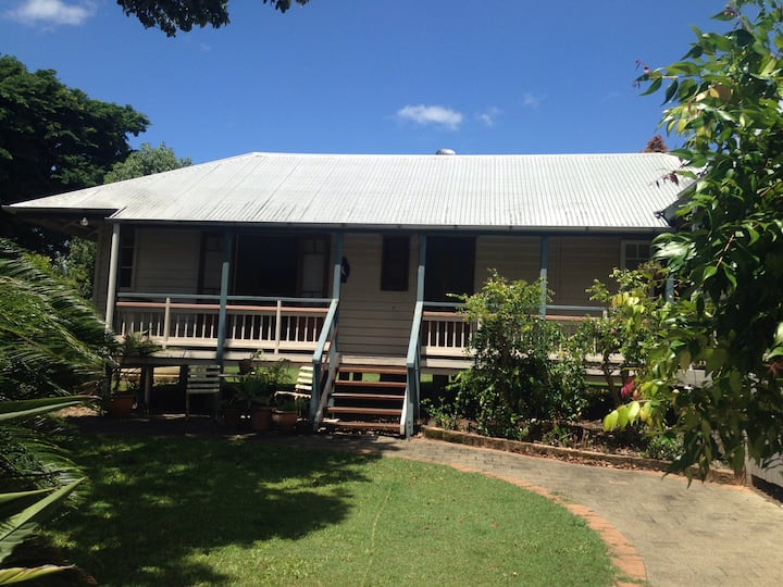 Noosa Hinterland Private Bungalow in Town