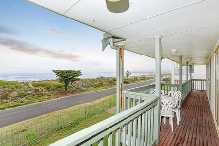 Unwind @ Middleton 'Tahren' Beachfront Lodge - Middleton - Dom