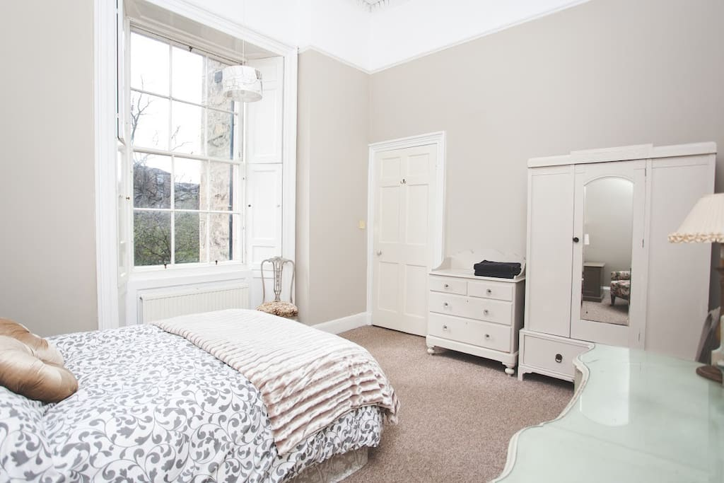 Bright and sunny Double bedroom