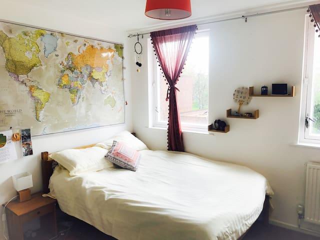 Light Airy Double Room near Canary Wharf - London - House