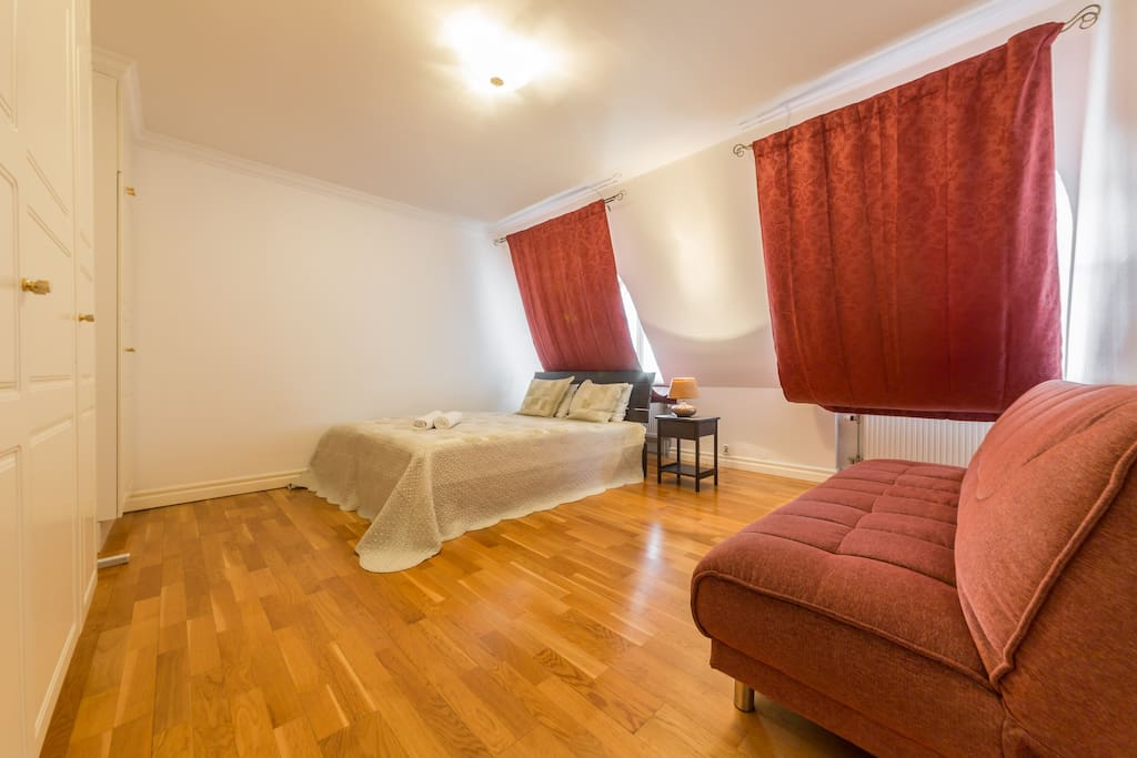 Quadruple room with double bed and sofa bed
