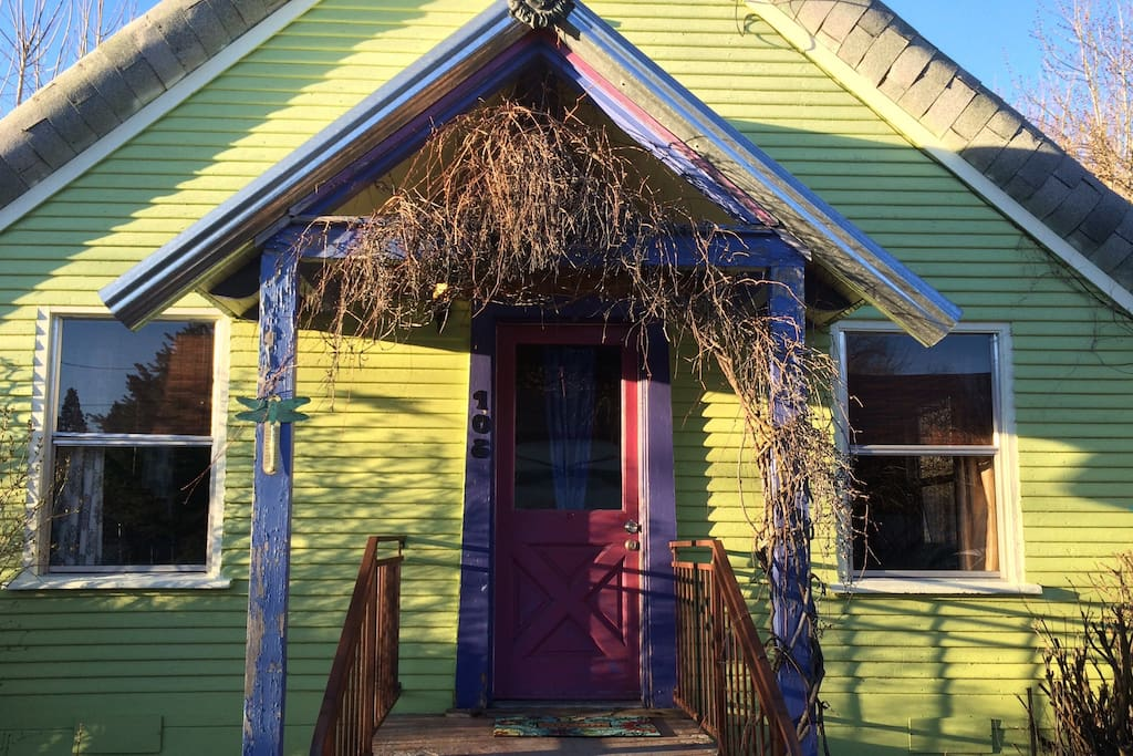 Our alpine cottage in the downtown cabins for rent in for Mount shasta cabins for rent