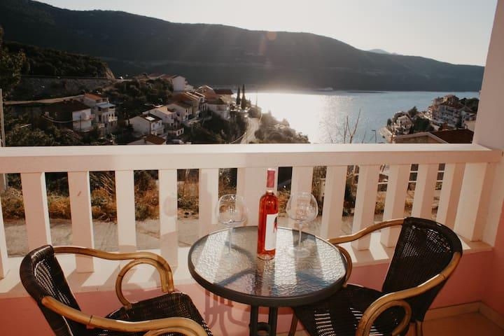 Triple Room with Sea View and Breakfast @ Villa Matić