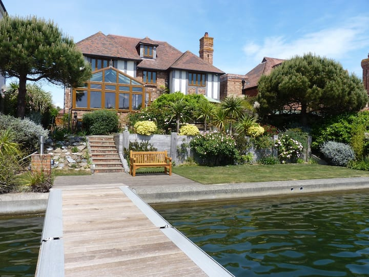 Wellington Quay Waterside House 6-bedrooms for 12