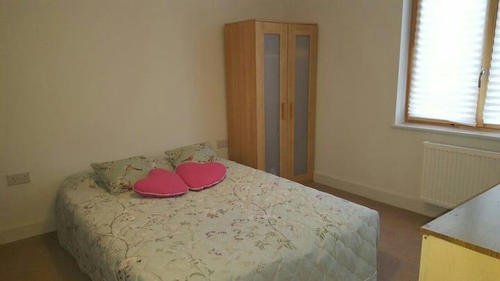 Double bedroom in North Kensington