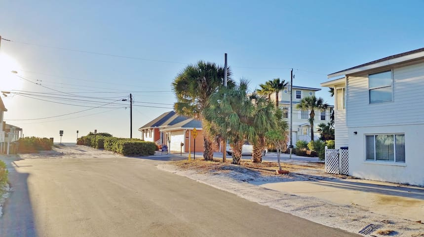Anna Maria Island Beachside Vacation Rental Located Steps to Holmes Beach
