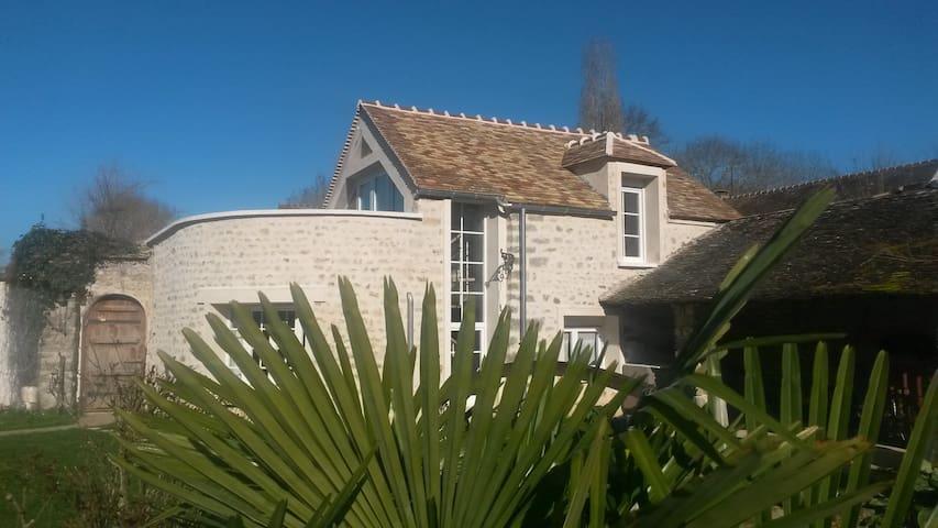 Maison typique au coeur du parc du Gatinais - Videlles - Hus