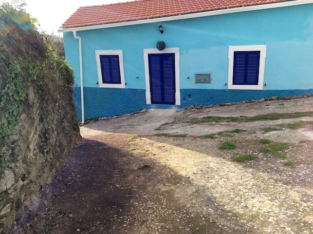 Azure Casa,  secluded rural cottage  nr Tomar - Junceira