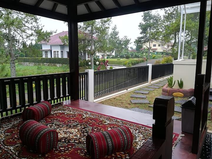 Villa Lotus Puncak Blok L-01