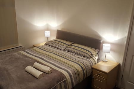 Double room in traditional Belfast House - Belfast