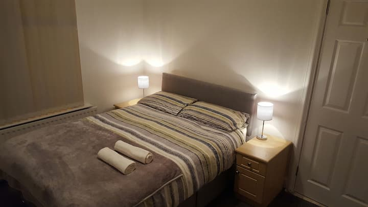 Double bedroom in traditional Belfast House 2