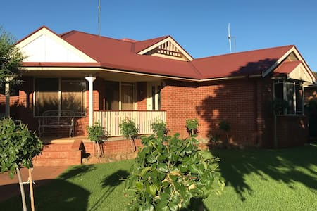 Parkes House - Elvis Festival ($3000 for 5 days)