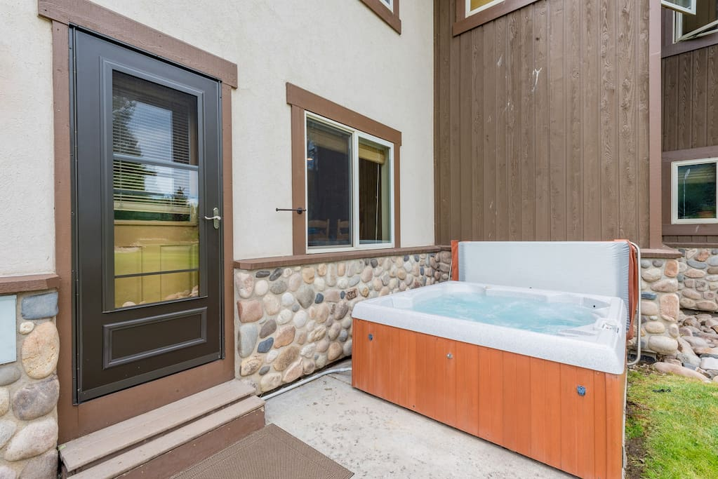 Step outside to the private hot tub and enjoy complete relaxation.