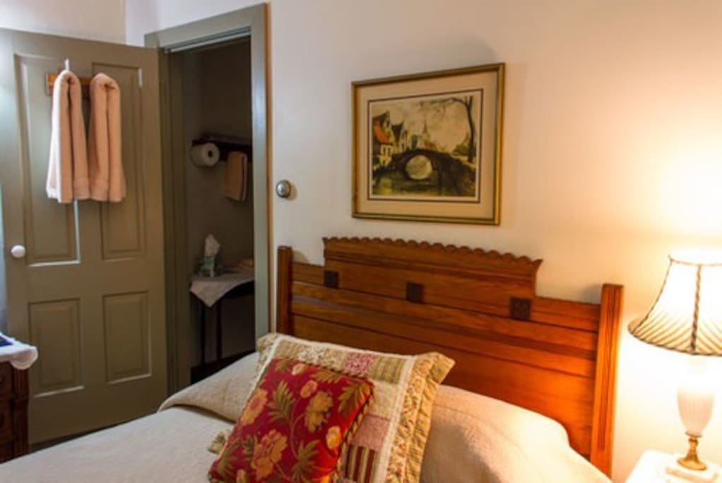 Room #4 with 1 Queen bed and private bath