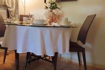 Dinning table & 6 chairs