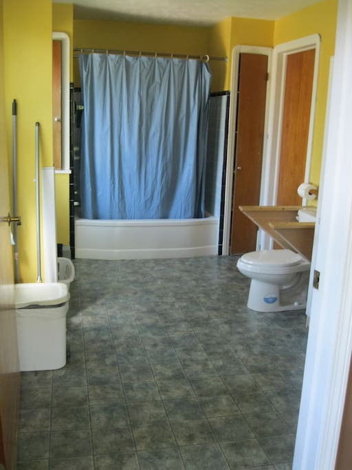 Master bath: 88 sq. ft./8.17 sq. meters