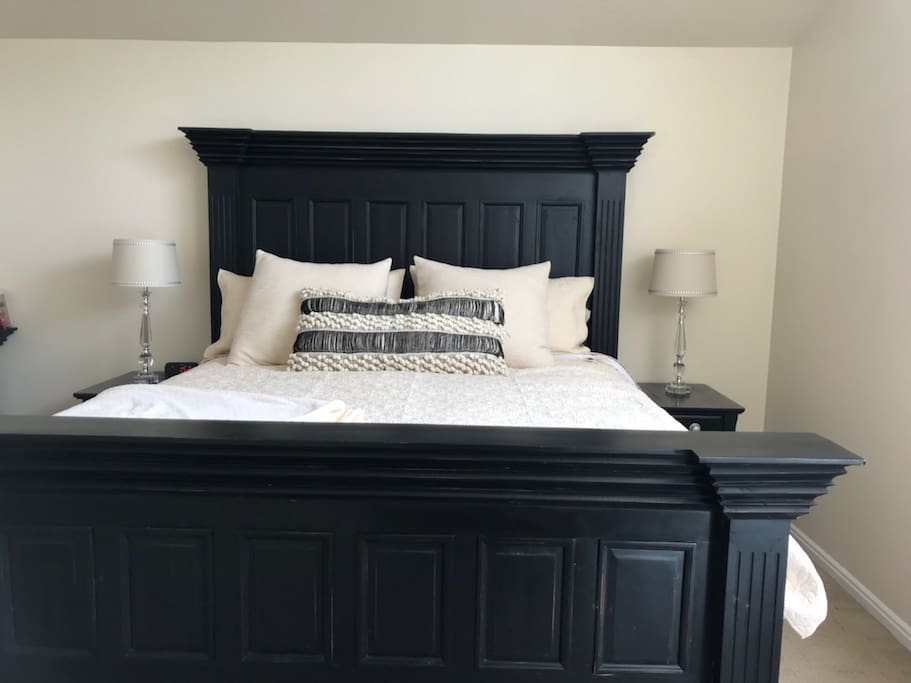 Bedroom 1: Master bedroom featuring an extremely comfortable kingsize bed with flat screen TV.