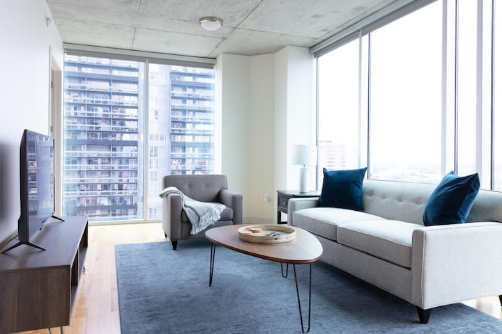 Modern 2BR | Pool | Downtown Houston
