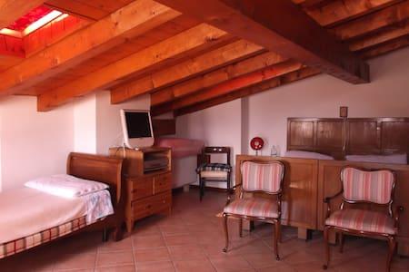Appartamento per amanti relax vista montagne - Torchione-moia - Huoneisto