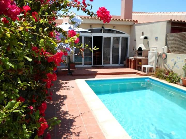 Cottage Aurora con piscina y wifi