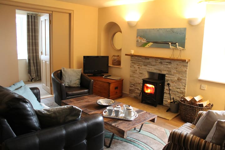 Curlew Cottage, only steps away from the harbour