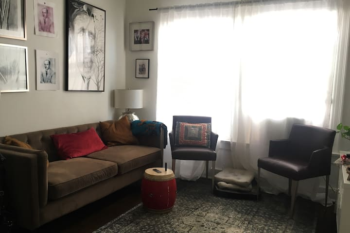 Cozy one bed in the heart of Los Feliz