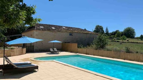 Delightful cottage with pool, WiFi & lovely views