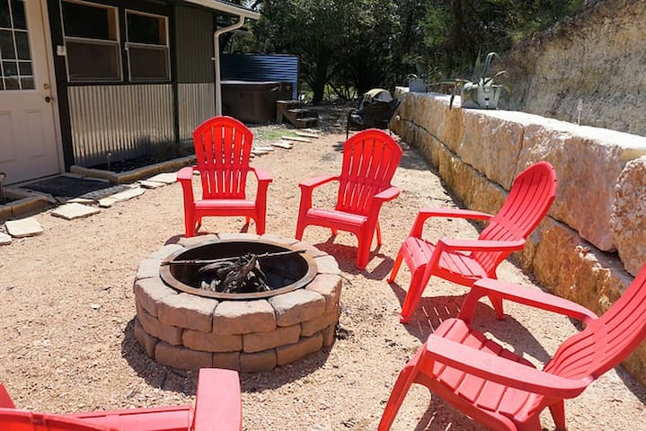 Close to town - Amazing Views - Pet Friendly house in Wimberley!