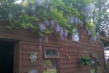 Charming Cabin with Hot Tub - Ivybridge - Kabin