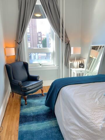 Second bedroom with double bed with views of York Street