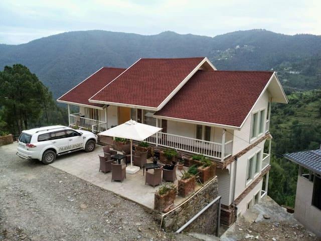 Snowvale 4BHK Luxury Cottage - Chail - Villa