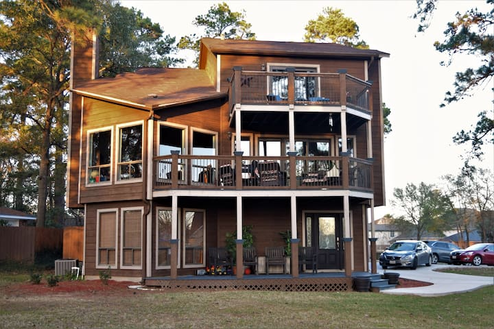 Three Story Lake House Retreat - Spacious & Comfy! - Willis - Ev