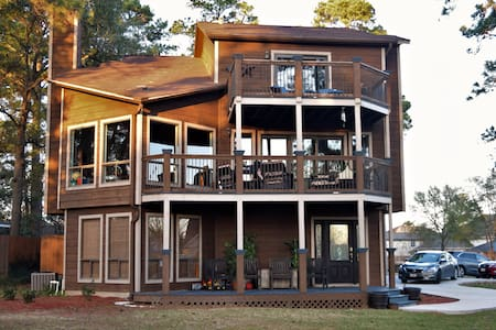 Three Story Lake Retreat - Willis