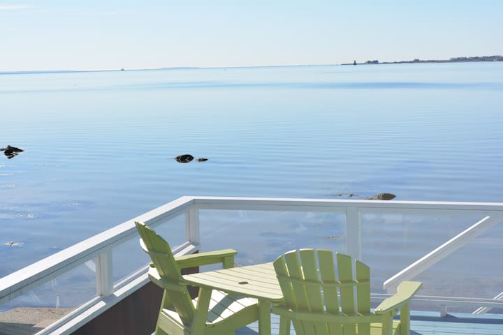 Oceanfront home with private beach and huge deck. - Fairhaven - Ház
