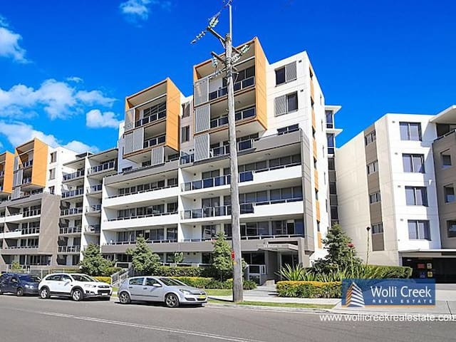 Spacious master room 17 minute from Sydney CBD.