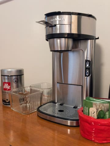 One-cup coffee and tea maker with complimentary coffee and tea.