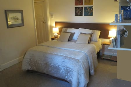 Orchard House - 1 double ensuite, 1 twin ensuite - Twyford - Bed & Breakfast