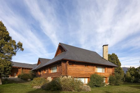 Residencia en Arelauquen G&CC - San Carlos de Bariloche - Haus