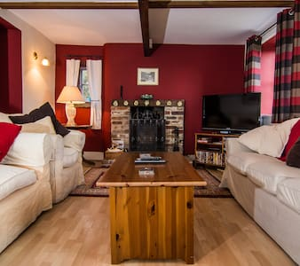Crow Pie Cottage - Sleeps 14 - Great views & walks - Matlock Bath - Casa