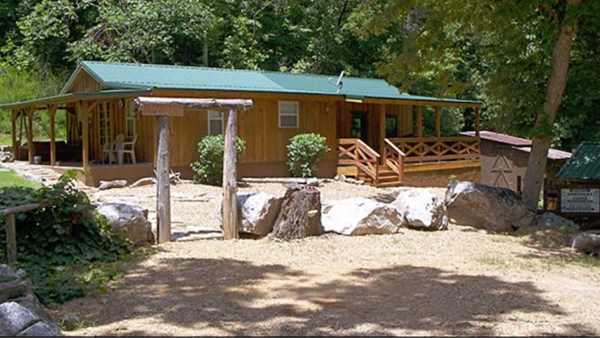 UNLIMITED SPORTSMAN'S CABIN WITH FREE Wi-Fi