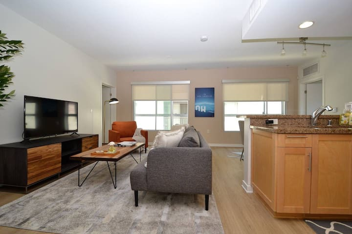 UPSCALE 2 BEDROOM APARTMENT- West LA / Sawtelle/ Japantown