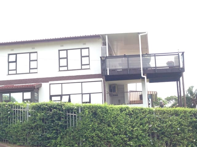 Holiday Apartment Secure Central Shelly Beach.
