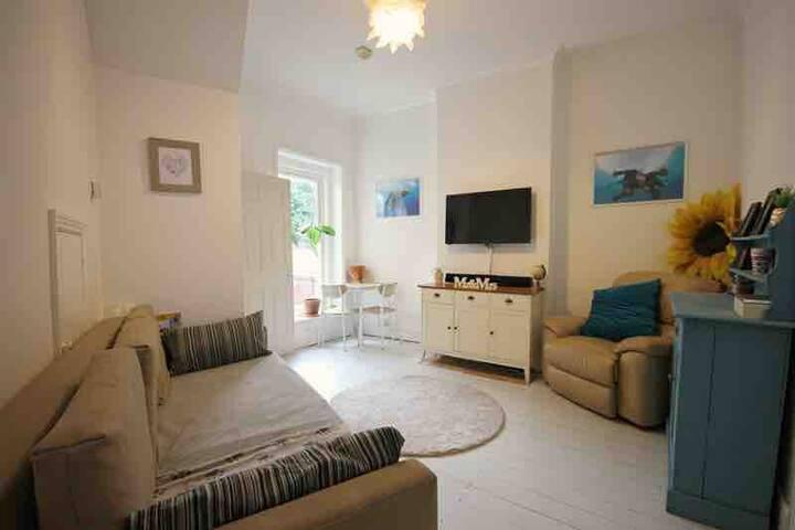 Garden flat in Bournemouth centre (near beach)